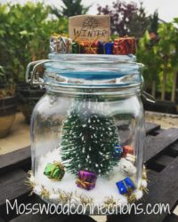 Memory Capsules Mason Jar DIY Decor Craft #masonjarcrafts #holidays #mosswoodconnections #DIYkeepsake