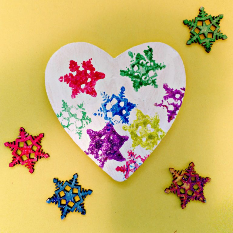Mobiles Make Awesome Kid-Made Gifts #craftsforkids #mosswoodconnections #kidmadegifts
